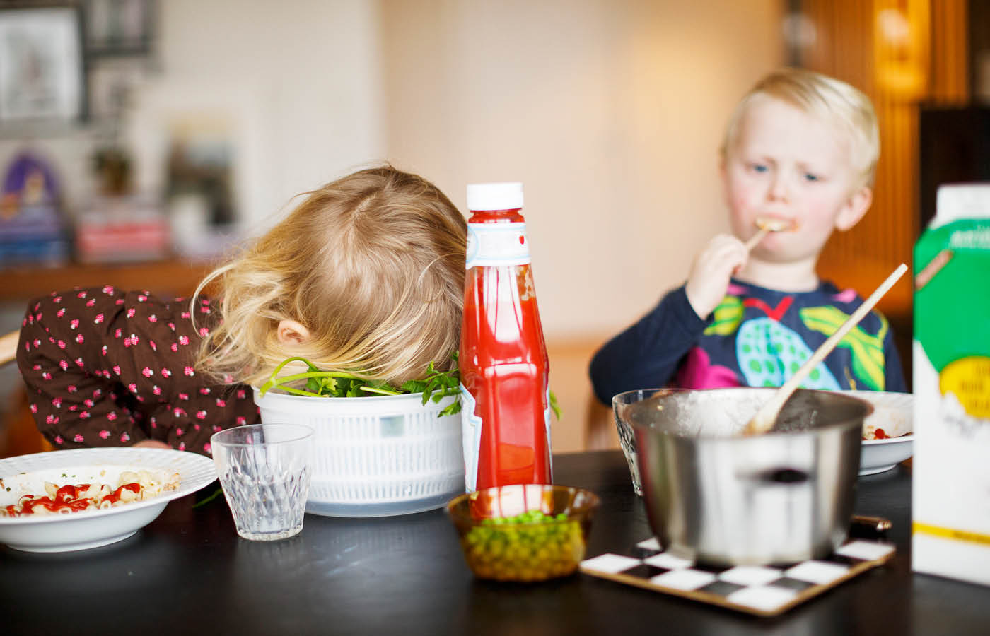 Ima scandinav_3tfz Children at dinner table