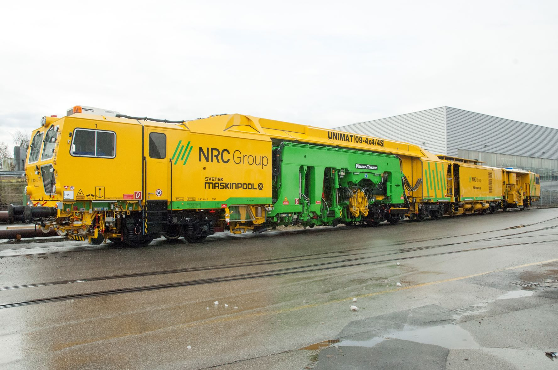 The yellow machines : Future technologies for higher comfort on and along the track